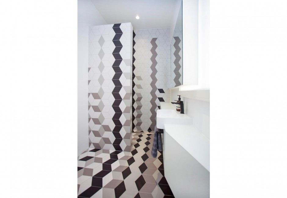 koush-esplanade-residence-interior-design-residential-feature-wall-tile-custom-pattern-texture-tile-custom-joinery-recessed-basin